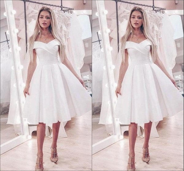 Discount Simple Boat Neck A Line Knee Length Wedding Reception Dresses White Satin Pleated Wedding Dress Bridal Gowns Party Dress Cocktail Lace A Line