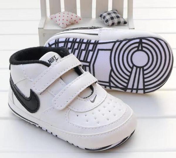 2017 Sapatos de Bebê Recém-nascidos Meninos Meninas Padrão de Estrela Do Coração Primeiros Caminhantes Crianças Crianças Lace Up PU Sneakers 0-18 Meses