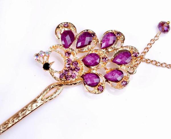 Özellikle elmas renkli kristal tavuskuşu zincirleri saç tokası göstermek