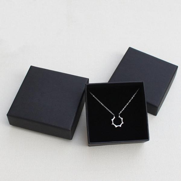 Boîte noire pour boîtes d'emballage de cadeau de collier de collier de bijoux