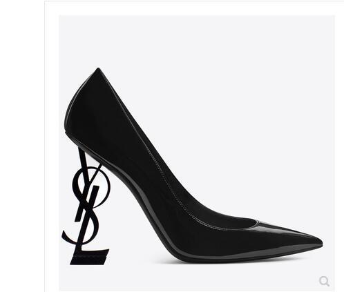 Marques Femmes Pantoufles plates sandales Filles Tongs cloutées chaussures d'été Plage fraîche Diapositives Chaussures de gelée 35-42