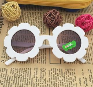 # 4 عباد الشمس الإطار أطفال النظارات الشمسية