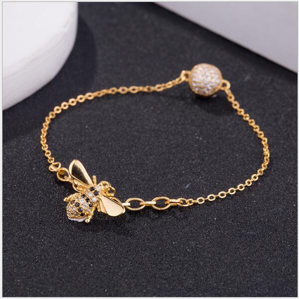 Femmes Designer Bracelets Swarovski De Luxe Abeille Honeybee Pendentif Charme Bracelets De Mode Cristal Diamant Déclaration Bijoux Pour Femme