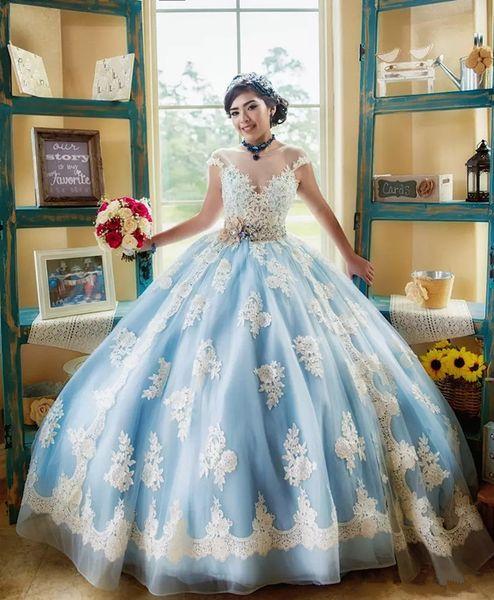 Hellhimmelblau und Weiß Quinceanera Kleid mit Flügelärmeln-Spitze-Korn-Schärpe-Bogen Vestidos de 15 Prom Ballkleid 2019