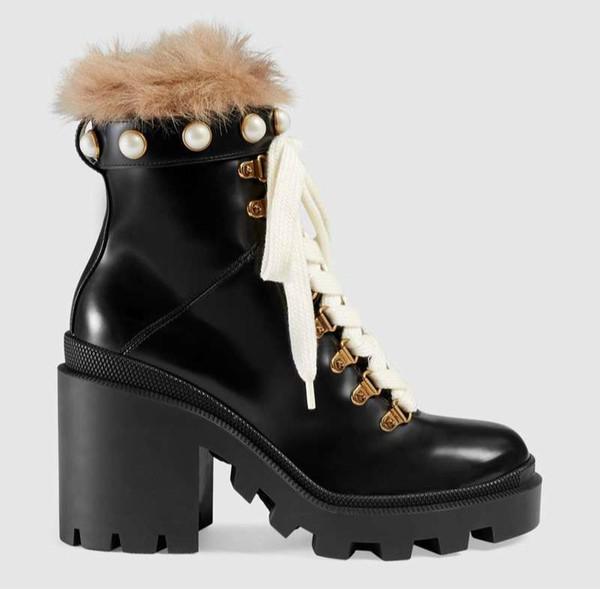 2019 Designer donne pattino di modo caricamenti del sistema britannici punta rotonda Martin Boots fibbia cinturino tacco grosso punta tonda Moda ricamato Stivaletti r3
