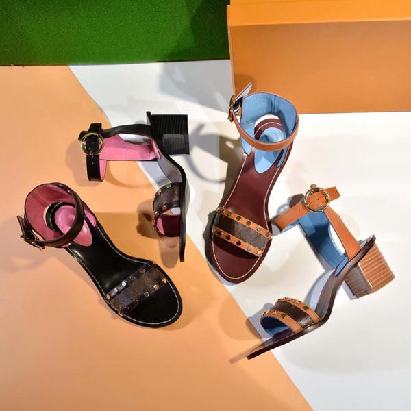Gestreifte Sandalen der Europa-Markenart und weise streift kausal rutschfeste Sommer huaraches Hausschuhe Flipflopshefterzufuhr mit Kasten frei