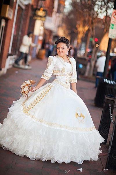 2018 Seksi Ucuz Beyaz Altın Balo Quinceanera Elbiseler ile Nakış Boncuklu Tatlı 16 Elbise Lace Up Kat Uzunluk Vestido De Festa BM80