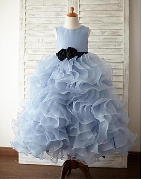 Işık Sky Blue Kızlar Pageant elbise Siyah Çiçek Kanat Kabarık Fırfır Tren Çiçek Kız Elbise Çocuklar Resmi Giyim