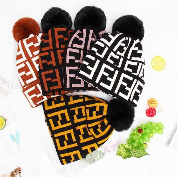 FF Mektup Kadınlar Kış Yün Kapaklar Marka Örme Kürk Fends Fends Şapka Kız Bayanlar Sıcak Kasketleri Lüks Polar İç Kafatası Tasarımcı C72301 Caps