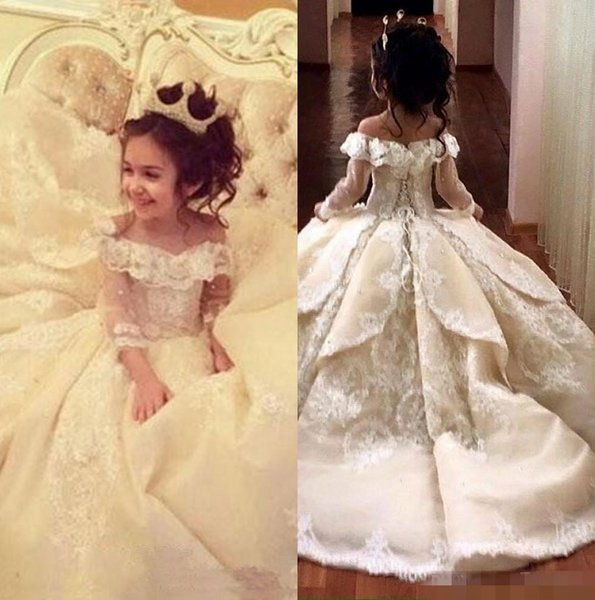 top popular 2019 Off The Shoulder Long Sleeves Lace A Line Flower Girl's Dresses Lace Applique Layered Ruffles Floor Length Girl's Pageant Dresses 2019