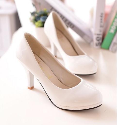 Primavera 2019 Nuevo traje de moda zapatos de mujer lacada con tacones finos y cabezas redondas, tacones altos, zapatos de mujer dulce