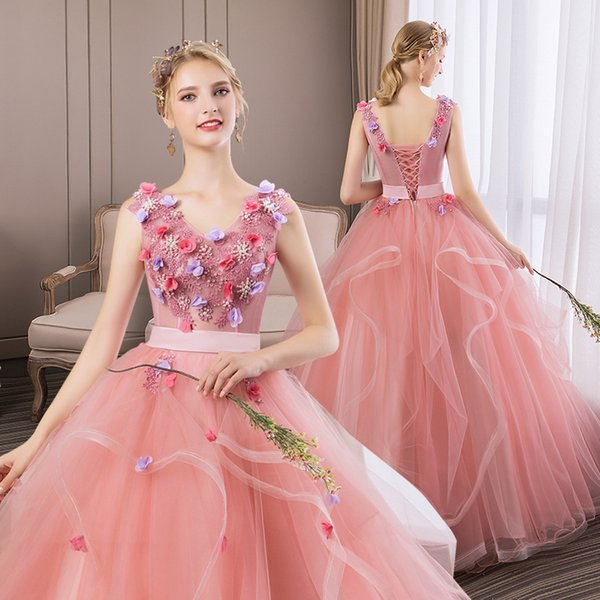 Pink Organza Ruffles Ball Gown Quinceanera Dresses Stocked V Neck Princess Prom Dresses Lace Up Hand Made Flowers Quinceanera Gowns