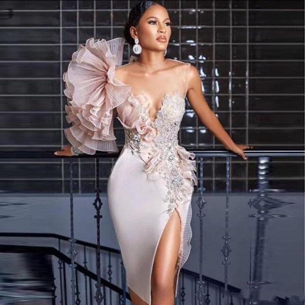 2020 Arabe fendus Robes de soirée en dentelle Appliqued Perles Sheer Jewel cou genou longueur des robes de bal Robes de fête officielle Tenue de cocktail