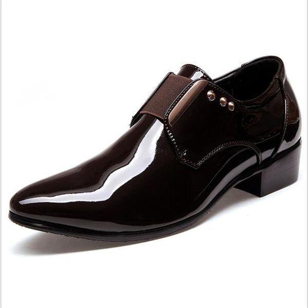 Homens na moda Vestido Mocassins Grande Tamanho 46 Confortável Deslizamento em Mocassins Masculinos de Metal Rebites Buckle Sapatos de Couro Escritório Casuais apartamentos de Casamento