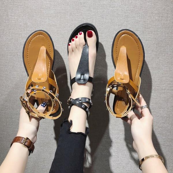 Yeni 2019 tasarımcı slaytlar Ayak Bileği kayışı Gladyatör kadın tasarımcı sandalet Sıcak satış tasarımcı çevirme Perçinler parti ayakkabı