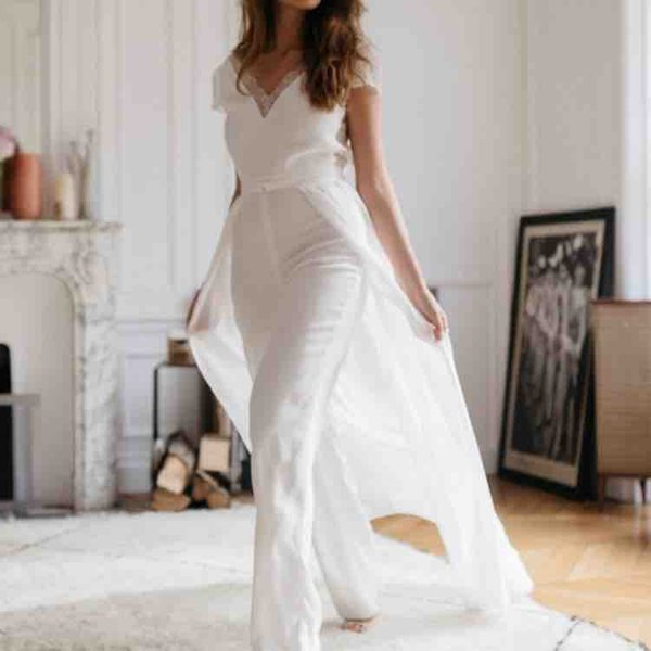 Lace Chiffon Wedding Jumpsuit With Detachable Train 2019 V-neck Short Sleeve Summer Holiday Beach Countryside Bridal Dresses Pantsuit Gown