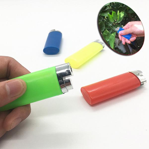 Creativo nuovo accendino spruzzo d'acqua per tutta la persona strano Giocattolo acquatico spray per pesce d'aprile