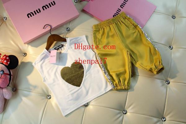 Kindkleidungjungenkindtrainingsanzugherz druckte sleeveless kurze sleeve + yellow kurze Hosen 2pcs Klagebabykleidung-Kindkleidung BC-1