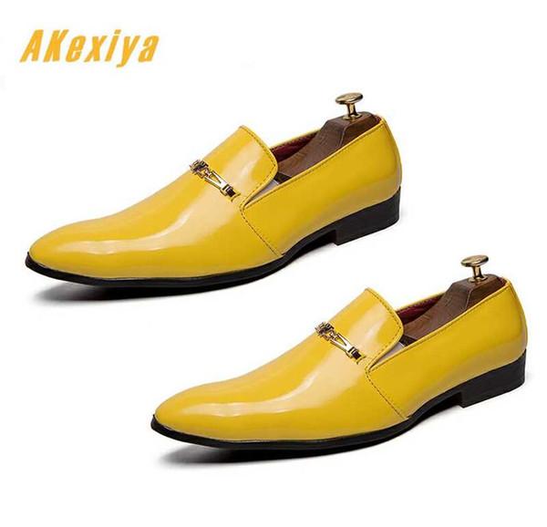 Diseñador de moda británico de los hombres puntiagudos pisos zapatos de vestir de color amarillo masculino Boda Homecoming Prom zapatos formales para hombre