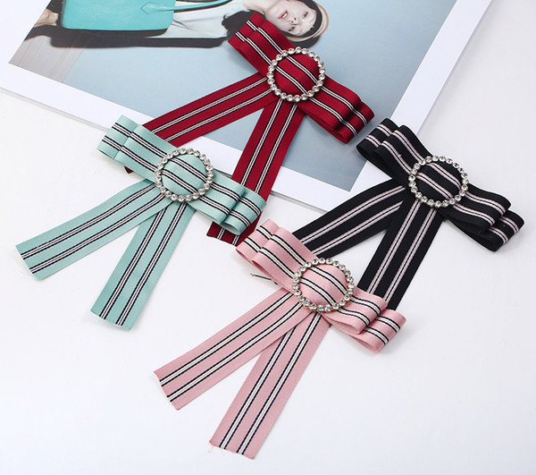 2018 New Hot Butterfly Bee Bowknot Broche Ronde En Cristal Chemise Noeud papillon Collège Vent Collier Broches Aiguille Rubans Tissu