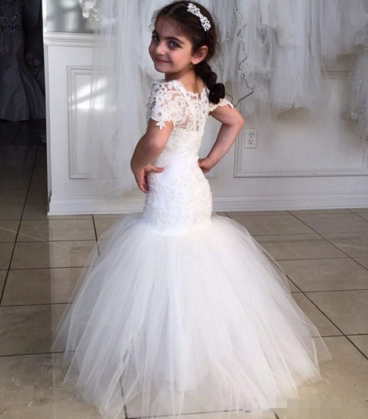 top popular Lace Mermaid Flower Girl Dresses New Coming 2020 Floor Length Fashion Wedding Pageant Gowns Sheer Short Sleeve Tulle Modern Lovely 2021