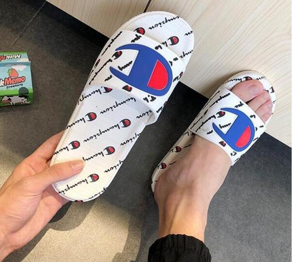 2019 nouveaux Hommes Femmes Sandales Chaussures Design Slide Summer Mode Large Plat Sandales Glissantes Slipper Flip Flop taille 36-44