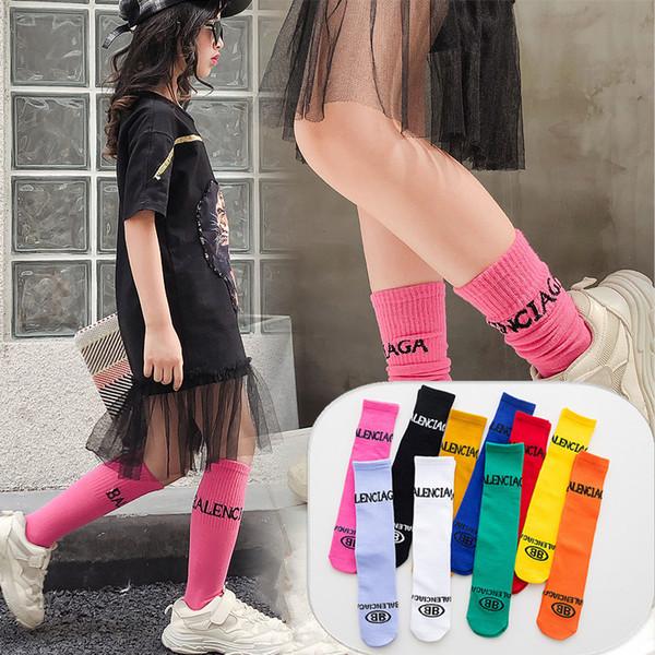 Calzini ragazza color caramelle Bambini Cotone Stampa Lettera Calzamaglia al ginocchio bambini Primavera Autunno scaldamuscoli 10 Colori 35CM