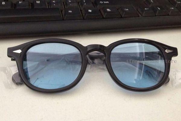 Siyah çerçeve açık mavi lens