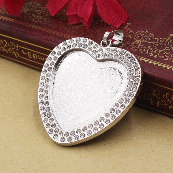 il 25 mm Pendentif Coeur blanc avec strass lunette cadre en métal rempli Paramètres 5pcs / lot K05462 Fit 25 mm Pendentif coeur blanc avec Rhinesto ...