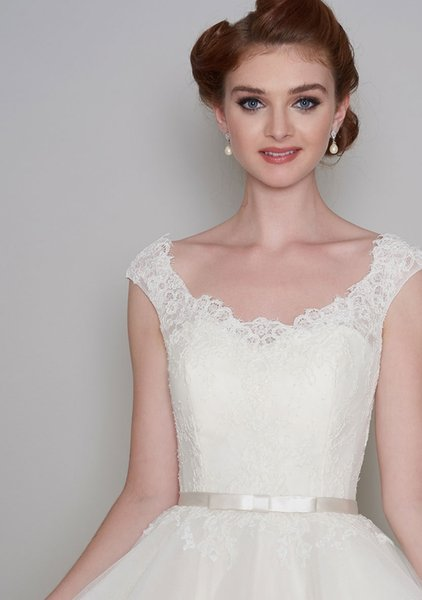 A line Lace and tulle with satin bow belt Plus Size Wedding Dresses Knee Length Wedding Dresses SW0032