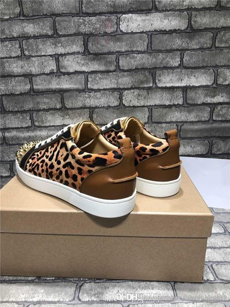 2019 neue Designer Nieten Spikes Wohnungen Schuh für Männer Frauen Party Lovers Echtes Leder Turnschuhe Mode 35-45 Großhandel