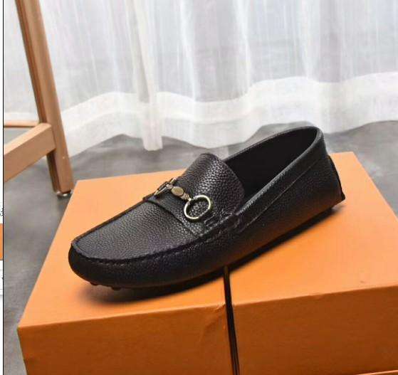 New style Black Leather Men Rivets Loafers Designer Fashion Slip-on Mens Dress Shoes Handmade Smoking Shoes Casual Flat