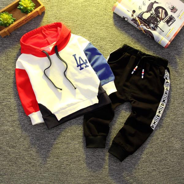 Printemps et automne bébé vêtements à manches longues Set Boy Fashion manches longues + Pantalon Coton Lettre Motif Casquette de filles avec la conception 3 couleur gratuit