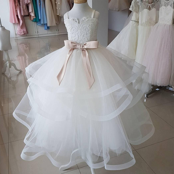 2019 Spaghetti Straps Puffy Flower Girls Dresses for Wedding Party Lace Appliques Ruffles Tiered Skirt Communion Dress Tulle Kid Prom Gowns