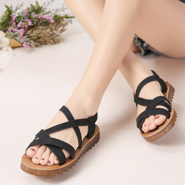 cbb17a143 Mulheres Senhoras De Couro Artificial Sandálias Das Mulheres 2018 Nova Moda  Correia Cruzada Tornozelo Plana Sapatos