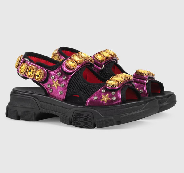 Sandalias de remache de diseñador sandalias casuales de hombre y mujer de marca de diamantes de moda zapatillas de playa de cuero de moda grandes al aire libre