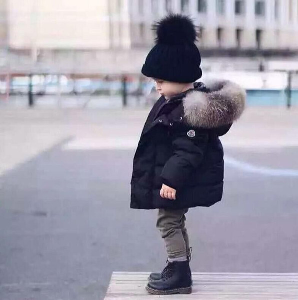 Los niños calientes por la chaqueta del espesamiento de pato blanca en caliente de la capa del muchacho del bebé Gran Raccon piel Parkas los muchachos del niño caliente de la chaqueta