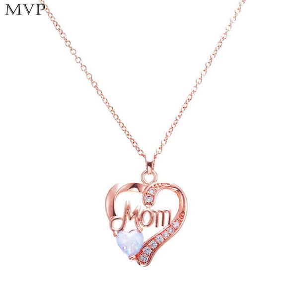 Collana a catena clavicolare con pendente a forma di cuore a forma di donna
