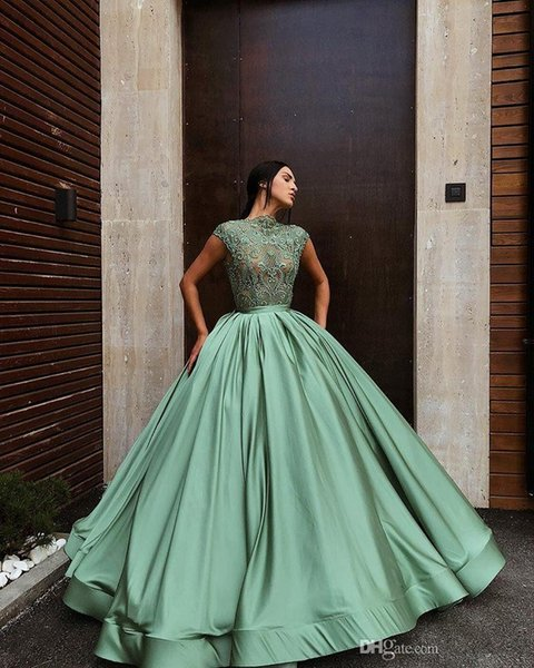 2019 New Light Green rBall Gown Quinceanera Dresses Jewel Neck Lace Applique Backless Long Prom Dresses Quineacera Gowns Vestidos 15 anos