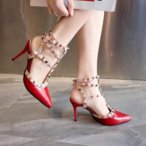 Scarpa singola con tacco alto femminile designer di lusso primavera estate nuova versione coreana di rivetti sexy a punta tacchi alti sandali orecchiabili femminili
