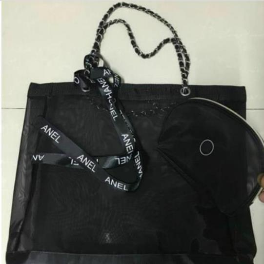 Malla de alta calidad clásica bolsa de compras de gran capacidad / enviar bolso de trompeta y conjunto de cintas / señoras lavando cosméticos bolsa de playa regalo VIP