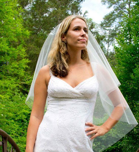 Novo Popular Branco Marfim Champanhe Vermelho Rosa Preto Roxo Véus De Noiva De Duas Camadas De Corte De Borda Moda Elegante Vara Do Comprimento Do Casamento Véus