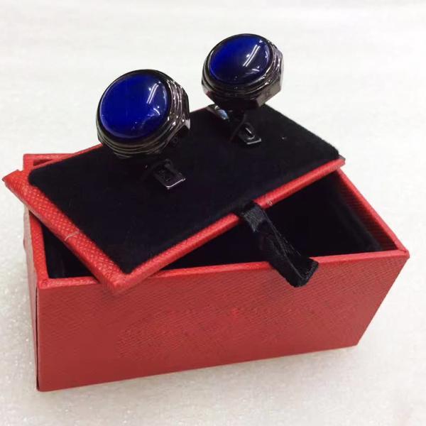 boîte noire et rouge