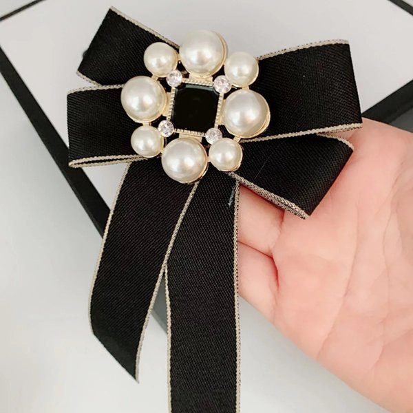 10CM classic C style Bow Large and small Pearl Flower Fashion brooch Europe and America ladies collection badges clothes pin accessory