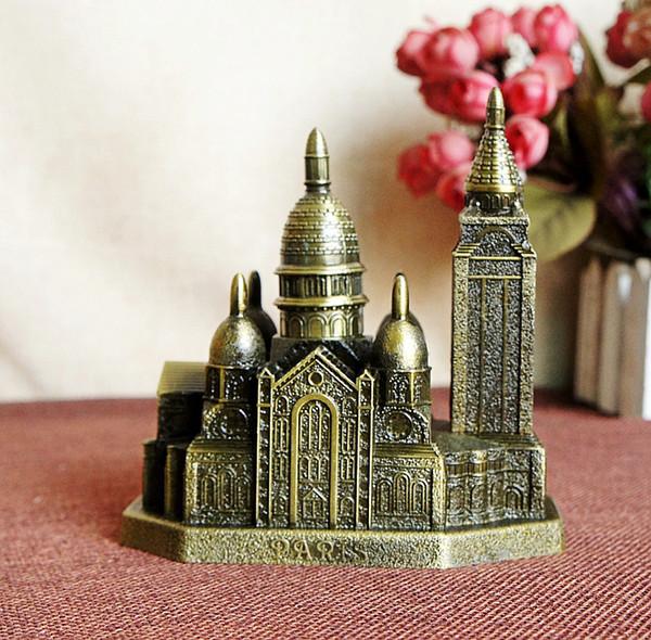 Souvenirs de l/'église française en alliage de zinc de la cathédrale Notre-Dame