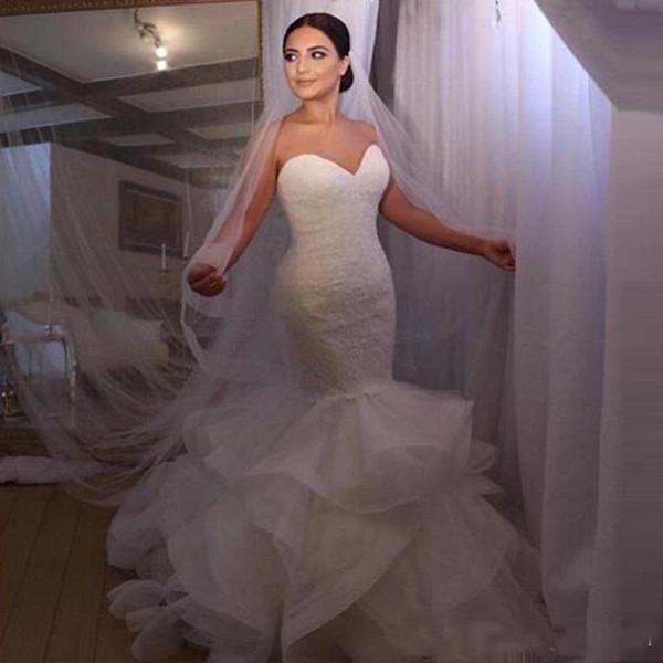 2019 Mermaid Gelinlik Beyaz Fildişi Sevgiliye Aplikler Gelin Törenlerinde Katmanlı Basamaklı Ruffles Etek Custom Made Vestido De Noiva
