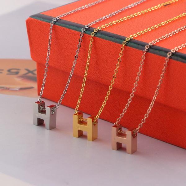 Chegam novas Estilo Conciso Lady 316L titanium aço 18 K Banhado A Ouro Colares Com Letra H Pingente de 3 Cores