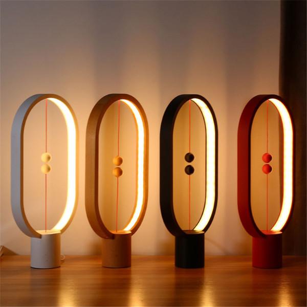 Bilancia magnetica Lampada da notte alimentata via USB Decorazioni per la casa da interno Lampada da tavolo da ufficio Lampada da notte Lampade a led nuove