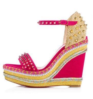 SS18 diseñadores de lujo parte inferior roja Madmonica inspirada en una alpargata trenzada cuerda cuña correa en el tobillo pinchos mujeres caminando pie vestido de fiesta de la marca