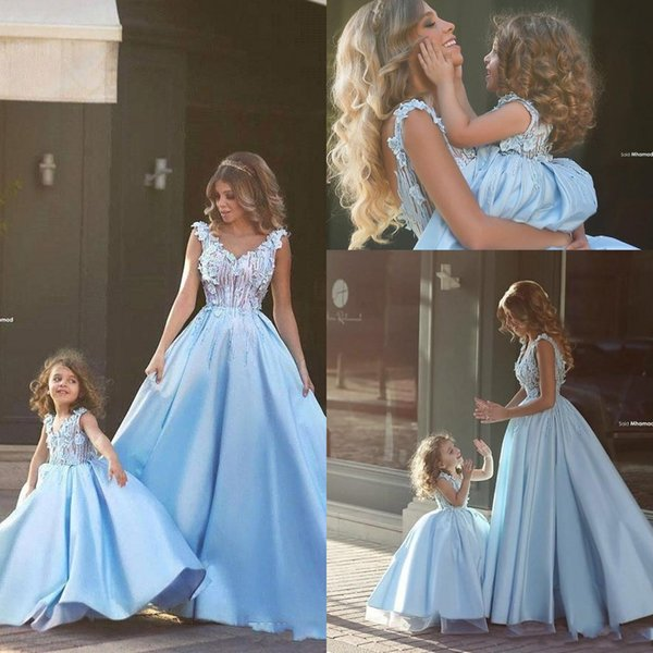 2019 Mother And Daughter Prom Dresses Princess Ball Gown V Neck Lace Appliqued Illusion Blue over Nude Bodice Sweep Train Mom Prom Gowns